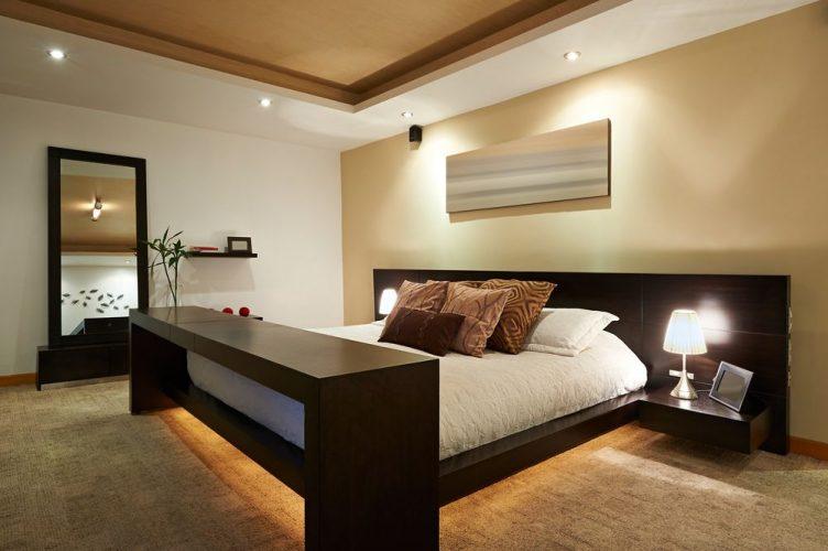 Giường lớn có kệ đầu giường nổi tích hợp