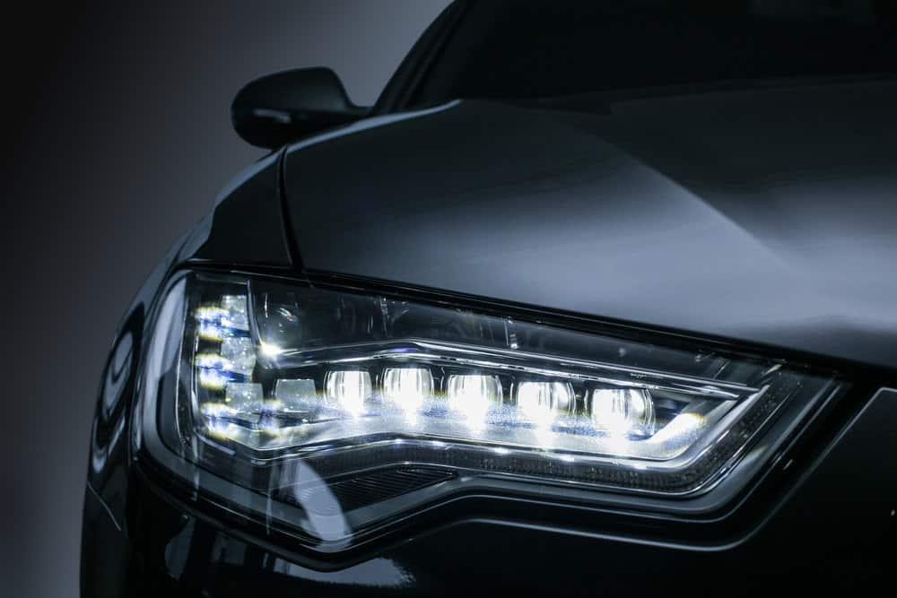 Đèn pha ô tô có đèn LED