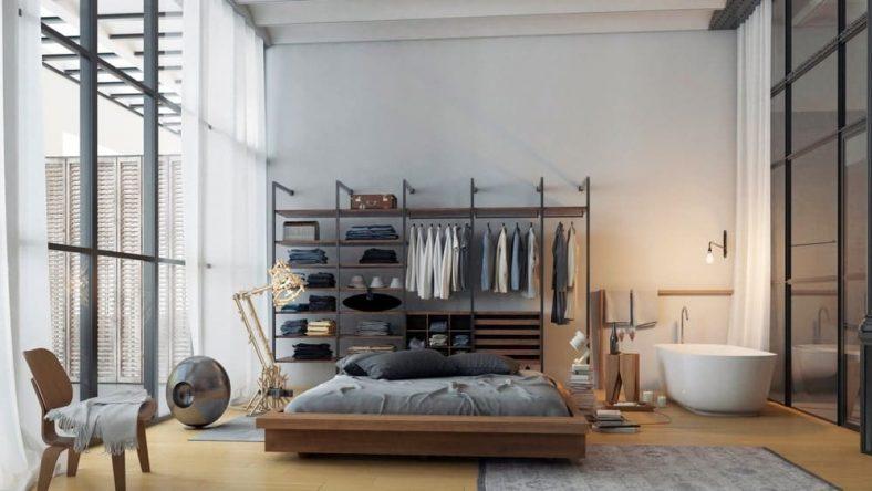 Đây là một phòng ngủ đơn giản và quyến rũ n = phòng ngủ với trần nhà cao vút được làm sáng bởi những bức tường kính lớn có khung màu đen phù hợp với khung của cấu trúc tích hợp ở đầu giường gỗ.