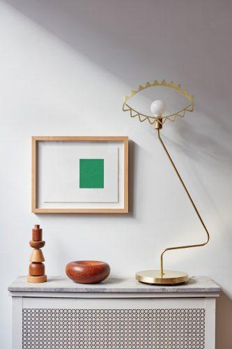 Chân nến bằng gỗ xếp chồng lên nhau trên bộ tản nhiệt là một trong những sản phẩm đầu tiên mà Sophie thiết kế cùng với người bạn Gemma Roper ...