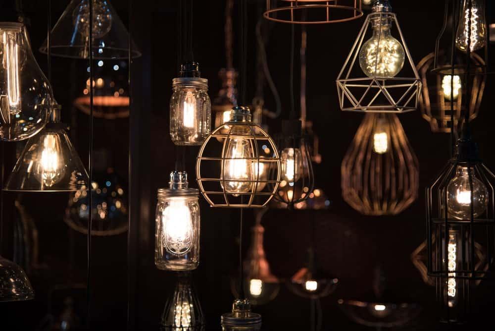Phong cách khác nhau của đèn cổ điển.