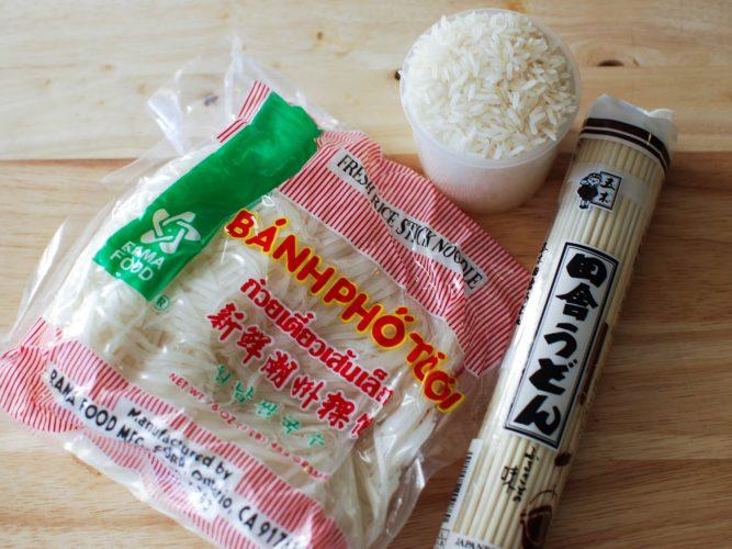 Mì và cơm cho lẩu Trung Quốc.