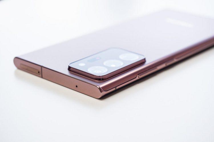 Apple iPhone 12 Pro Max và Samsung Galaxy Note 20 Ultra